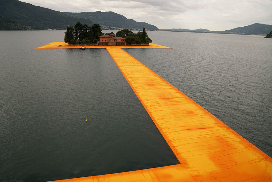 floating-piers-open-christo-jeanne-claude-italy-11